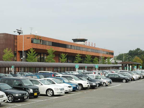 File:Akita airport 1.jpg