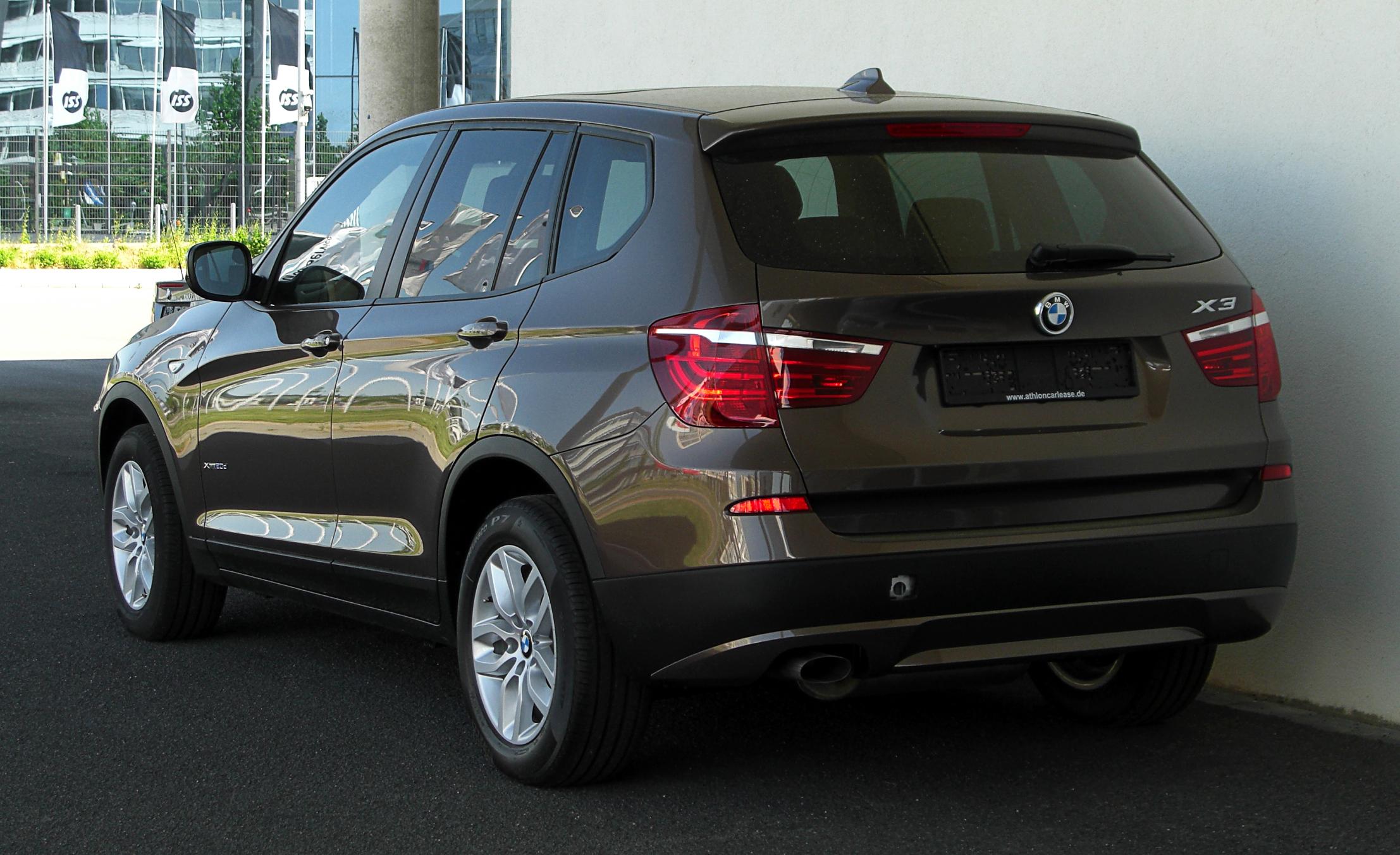 File:BMW X3 xDrive20d (F25) – Heckansicht, 1. Mai 2011, Düsseldorf ...
