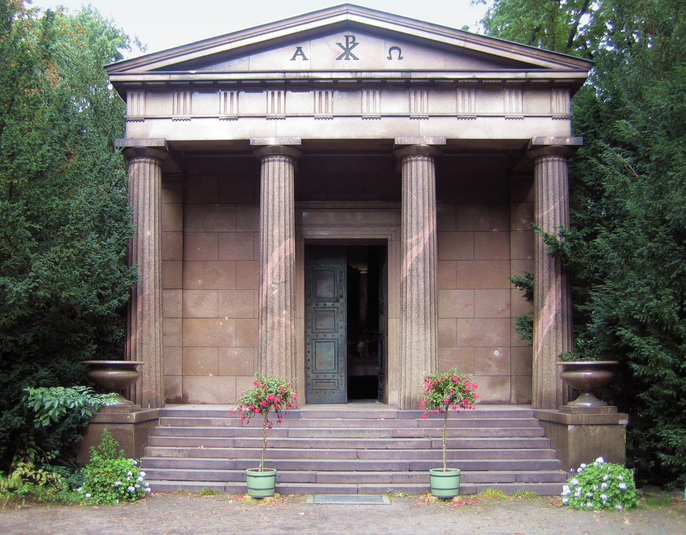File:Berlin Mausoleum Charlottenburg 08.JPG - Wikimedia Commons