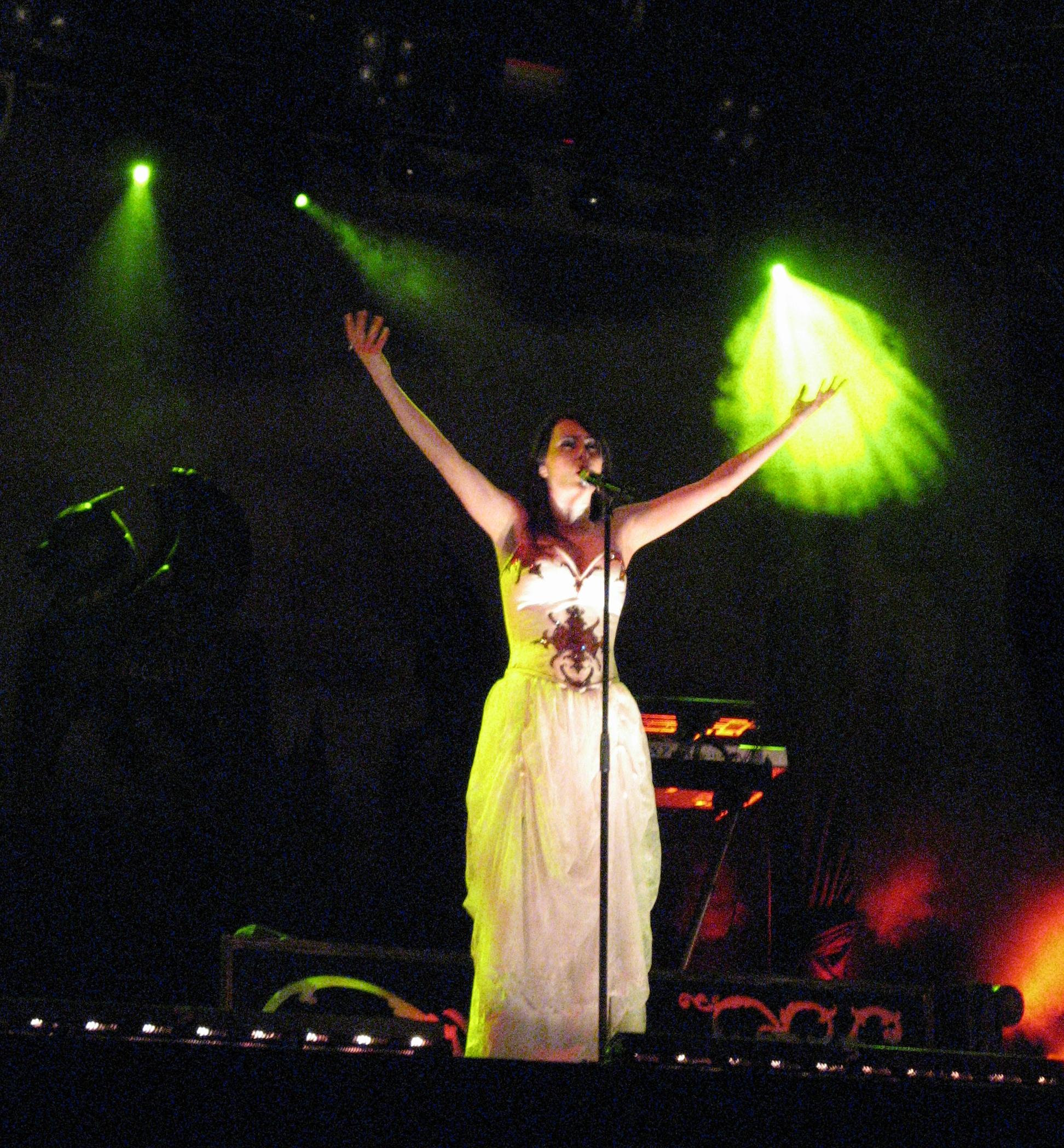 http://upload.wikimedia.org/wikipedia/commons/b/b1/Bevrijdingsfestival_2008_-_Within_Tempation_-_Sharon_den_Adel_03.jpg