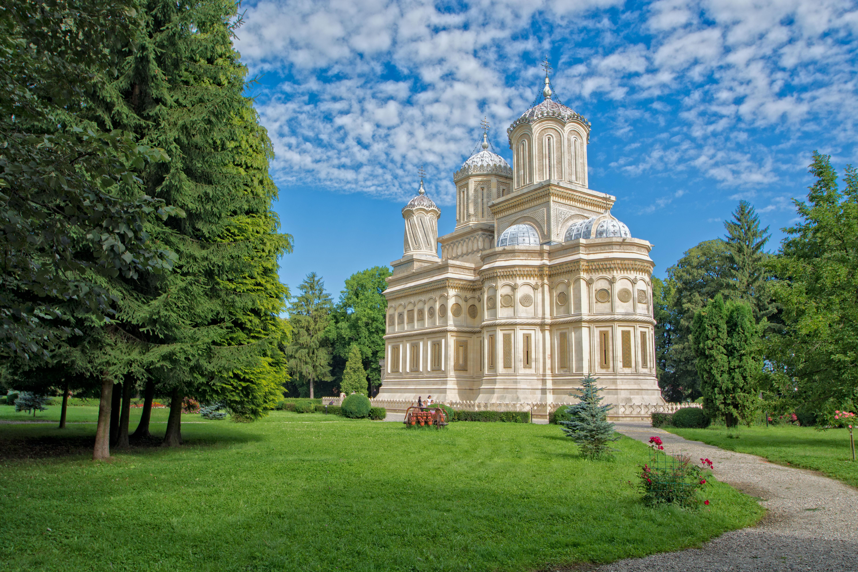 Biserica Episcopală si Parcul.jpg
