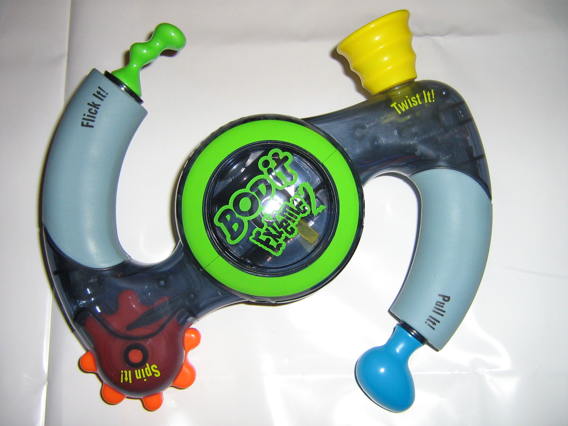 http://upload.wikimedia.org/wikipedia/commons/b/b1/Bop-It_Extreme_2_(Green_Side).jpg