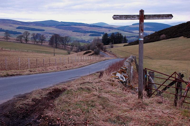 Borders Abbeys Way signpost - geograph.org.uk - 2292172
