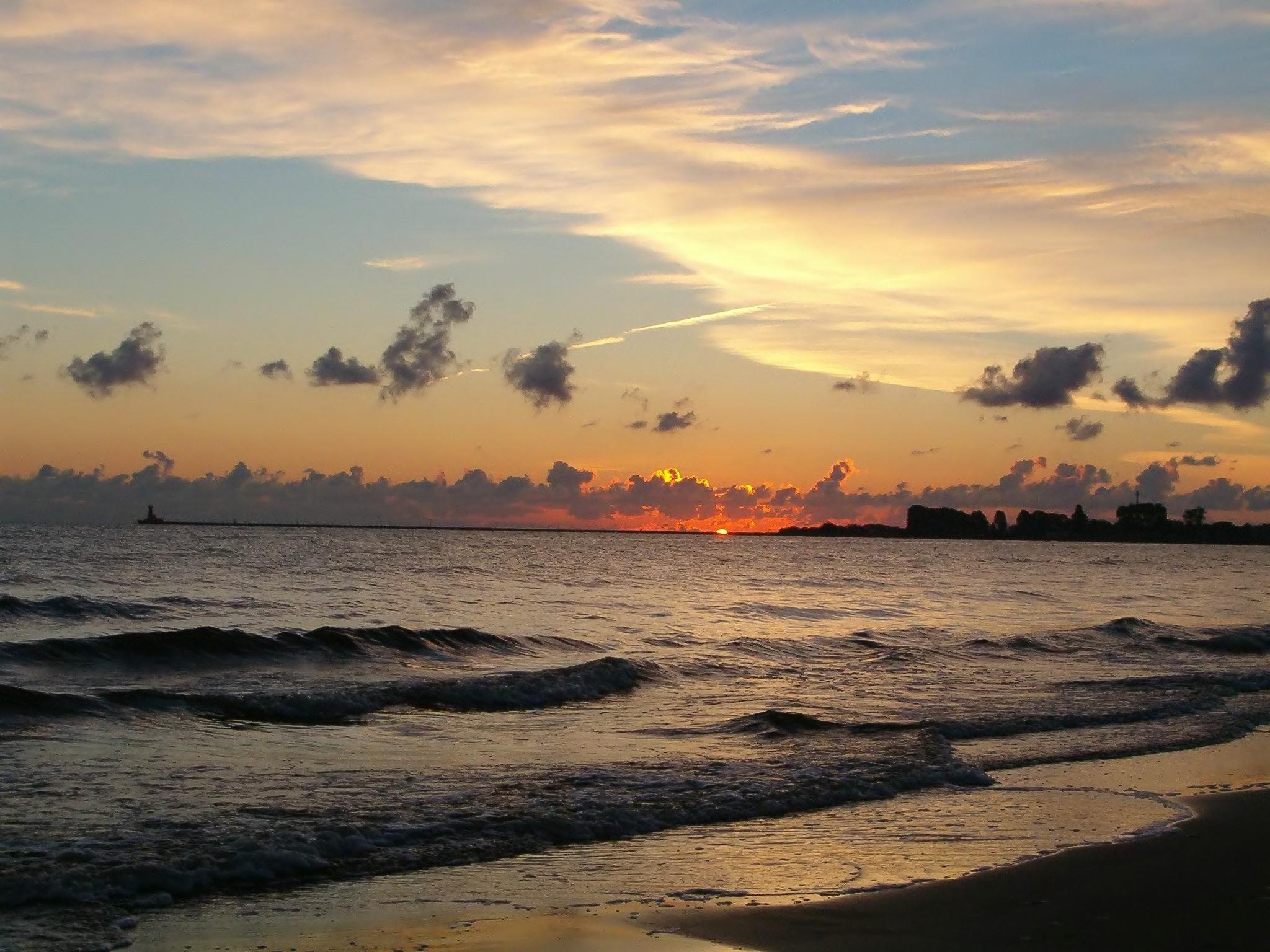 File:Brosen sunrise.jpg - Wikimedia Commons   title   www.sunrise.com