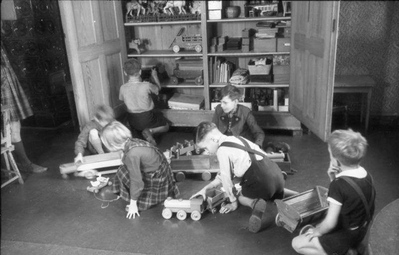 Betriebliche kinderbetreuung wikipedia for Raumgestaltung beruf
