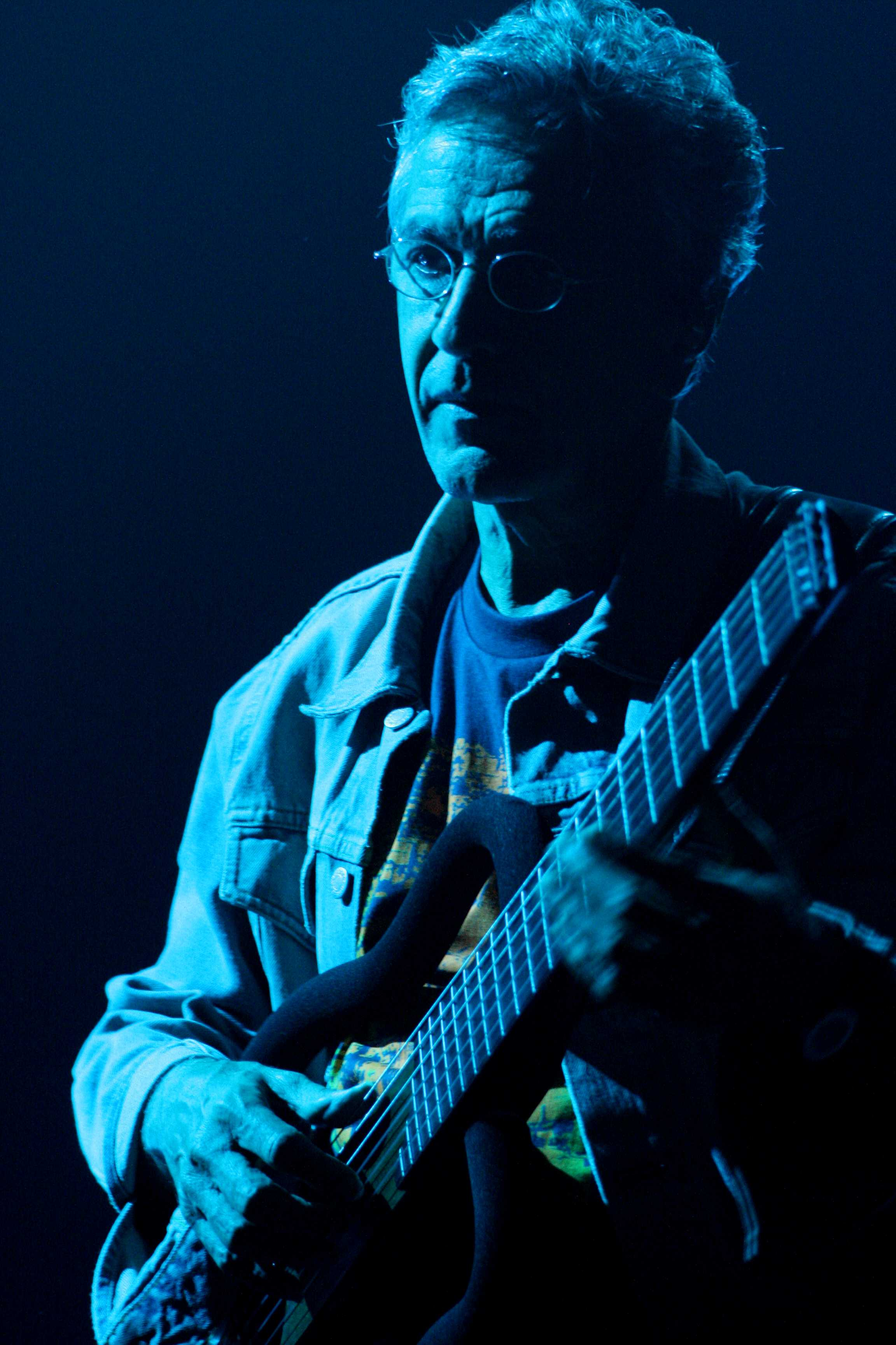 http://upload.wikimedia.org/wikipedia/commons/b/b1/Caetano_Veloso_at_TIM_Festival.jpg