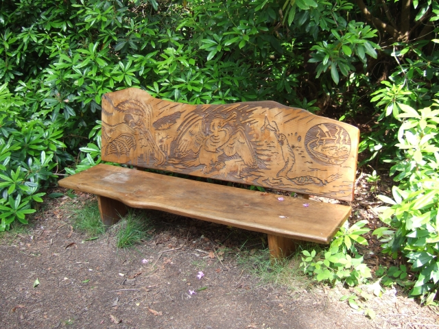 Carved seat, Stover Country Park - geograph.org.uk - 1371793