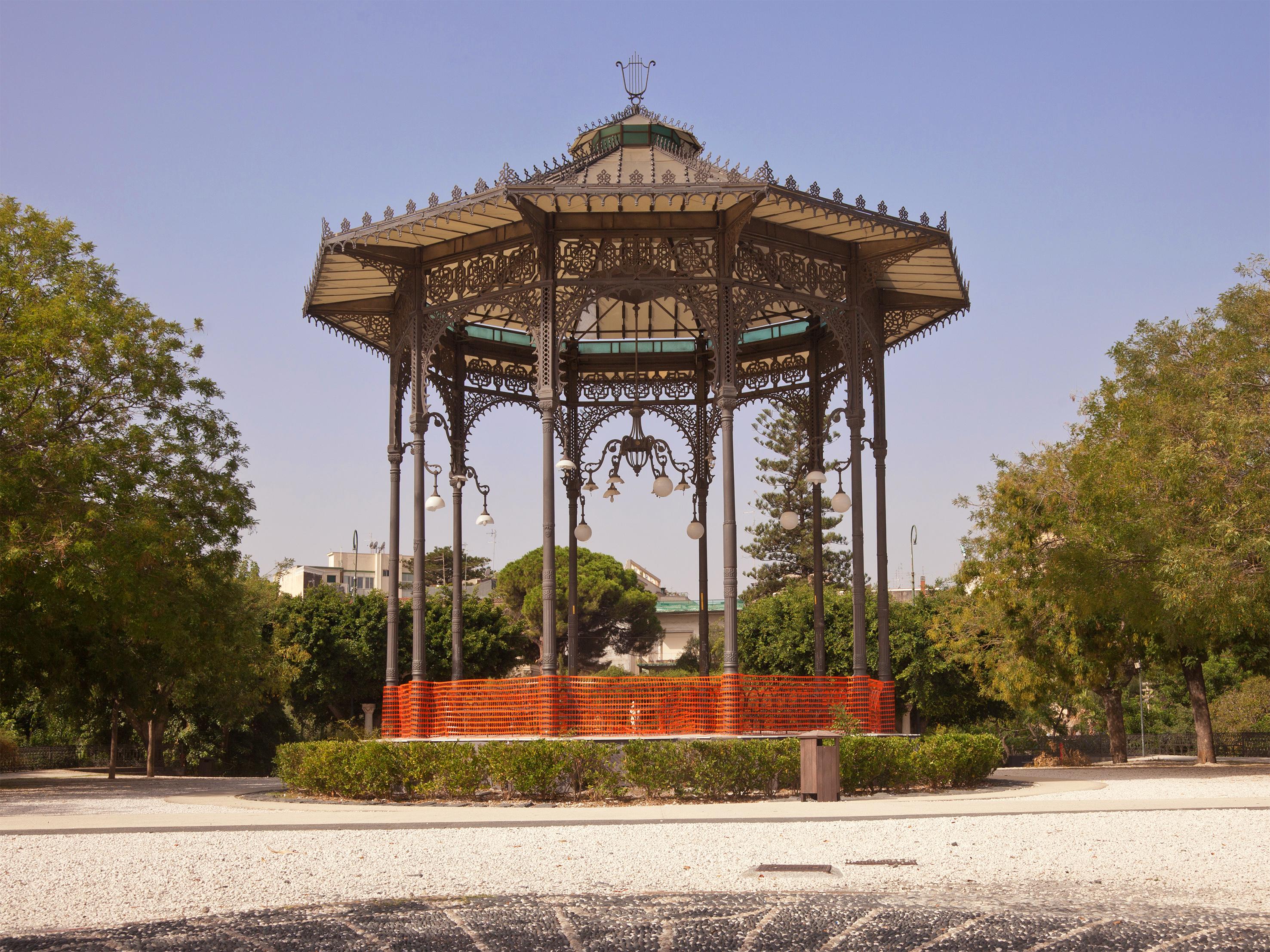 File catania giardino villa for Torrisi arredi giardino catania