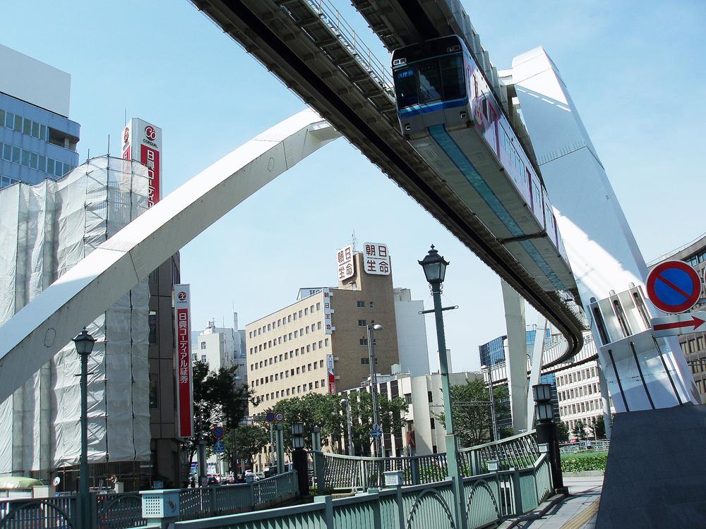 Chiba_monorail_train.jpg