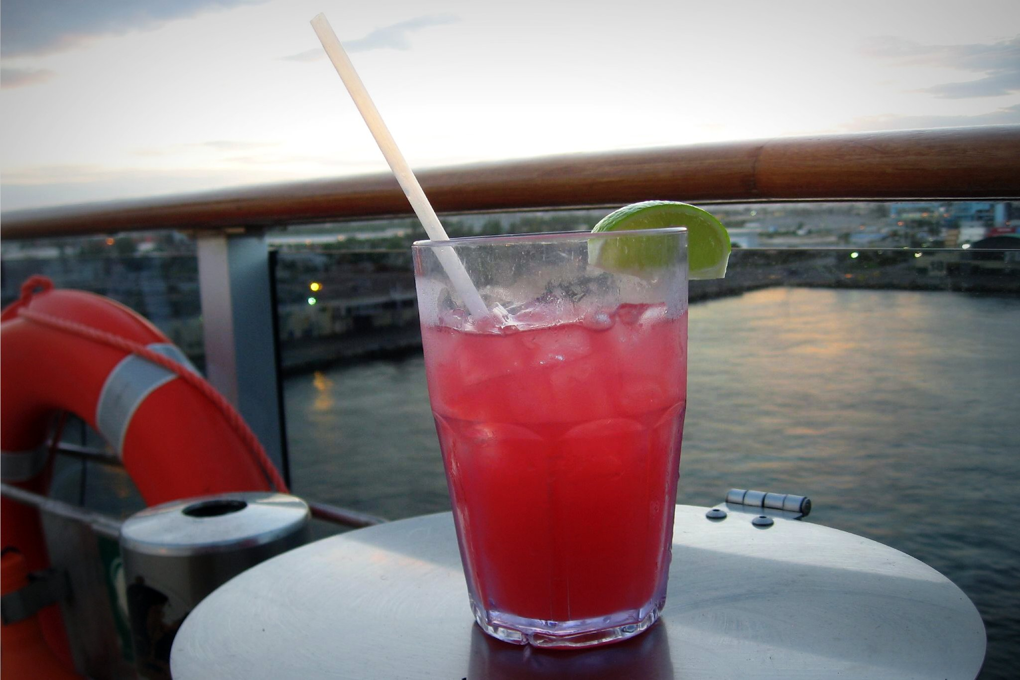 Sea Breeze (cocktail) - Wikipedia