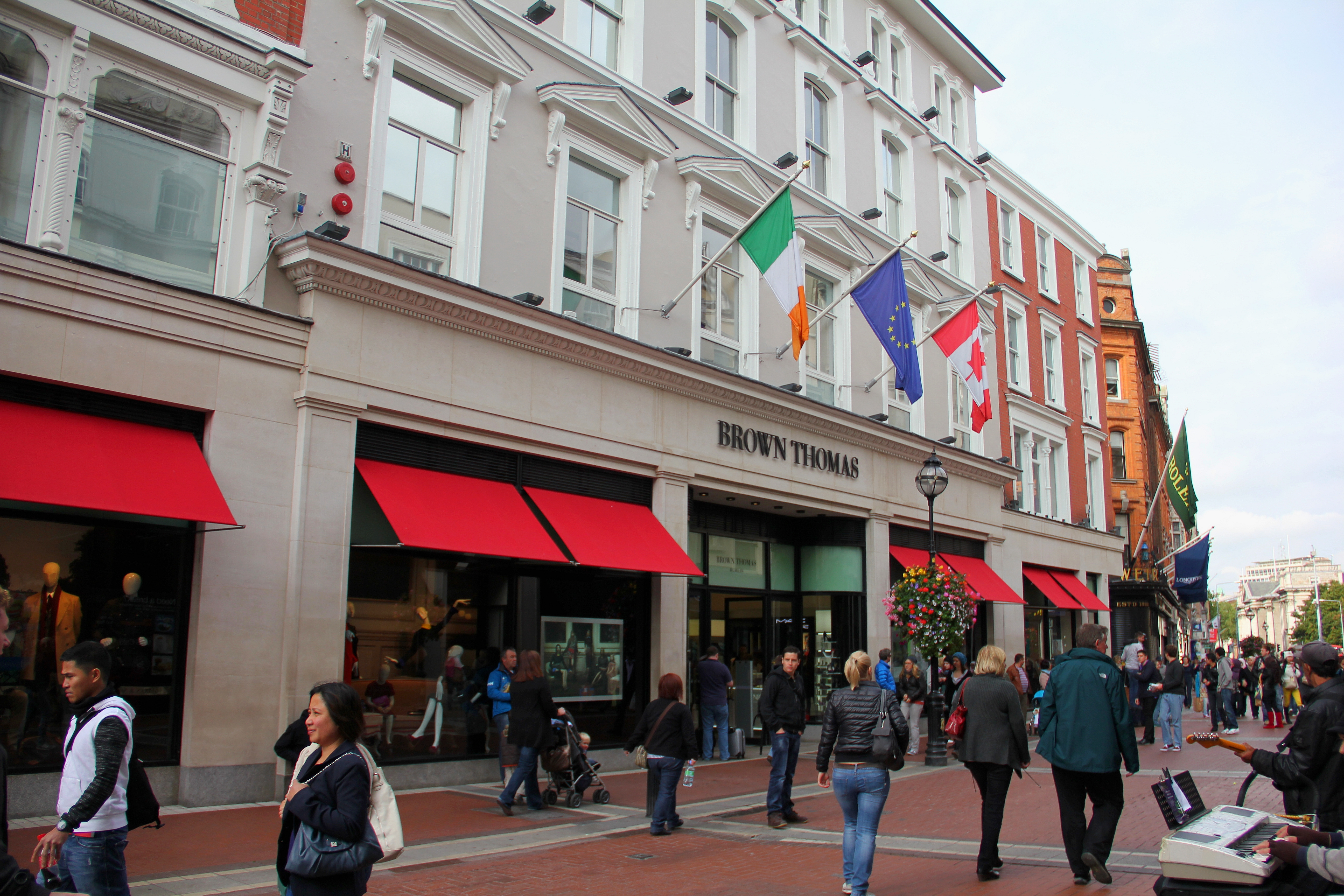Description dublin grafton street brown thomas 02 jpg