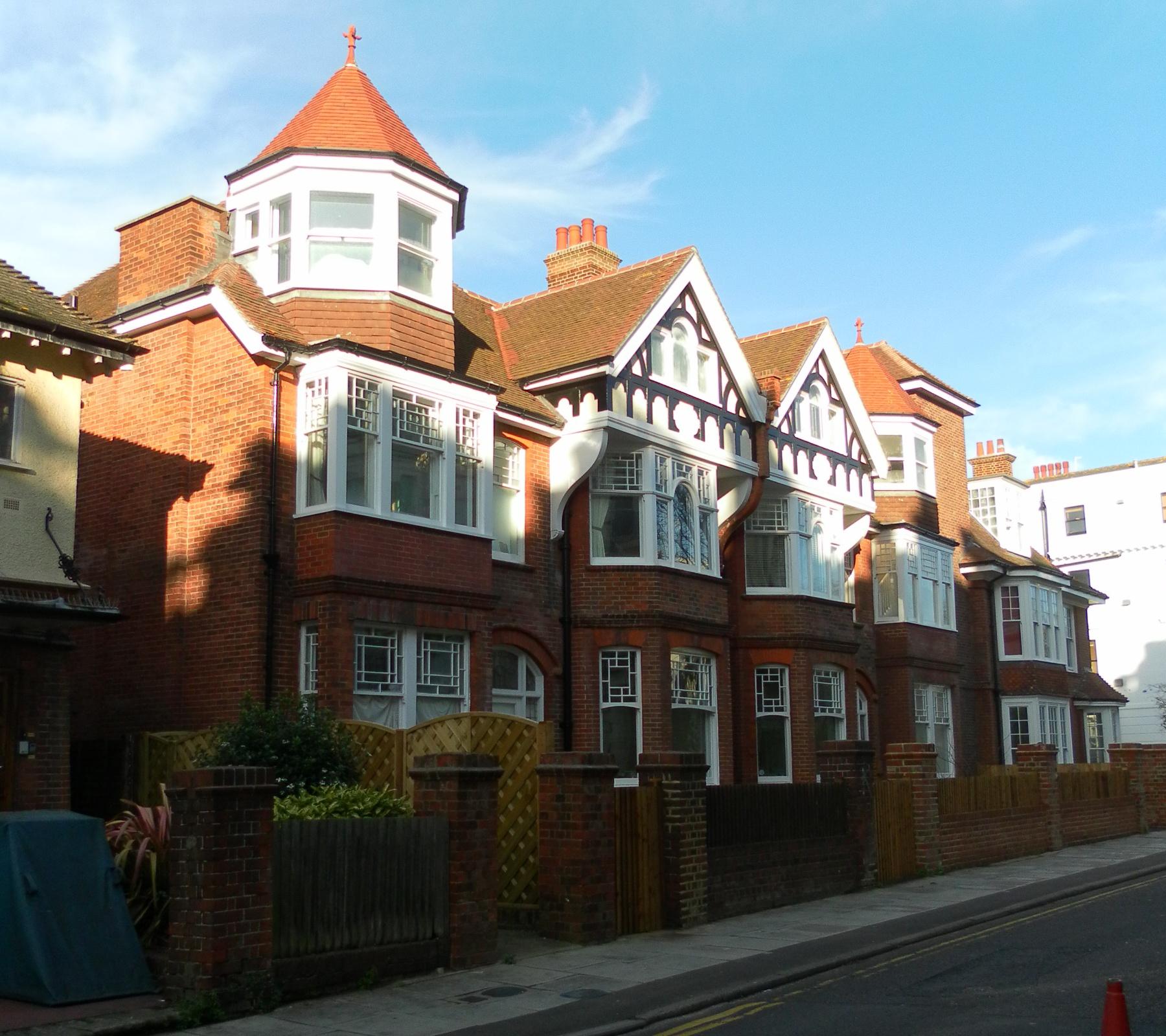 File edwardian houses on denmark terrace brighton jpg for Brighton house