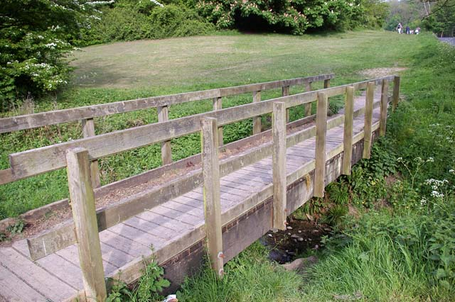 Footbridge over Talwg brook, Porthkerry Country Park - geograph.org.uk - 423847