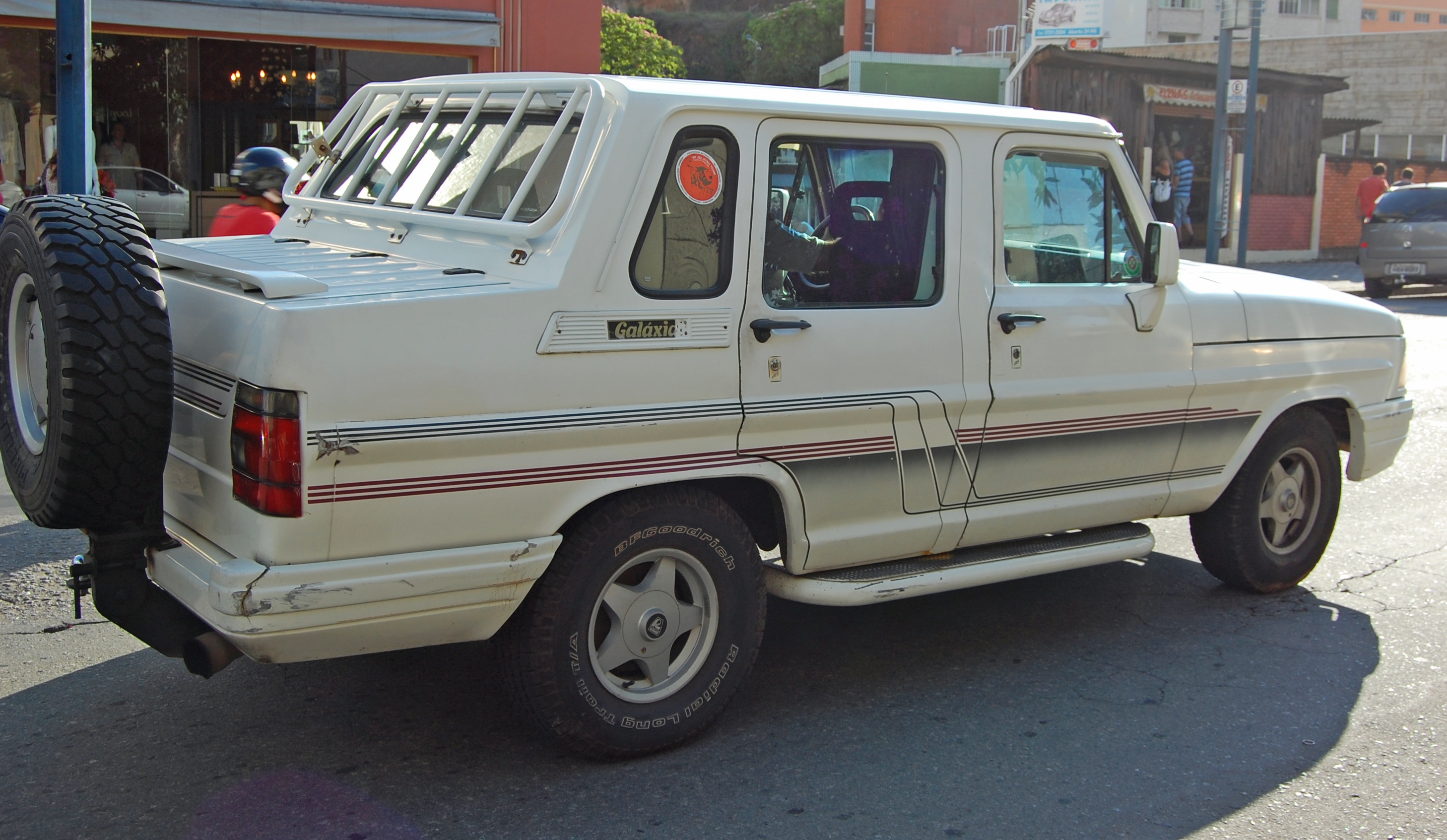 File:Ford F-1000 Galáxia.jpg - Wikimedia Commons