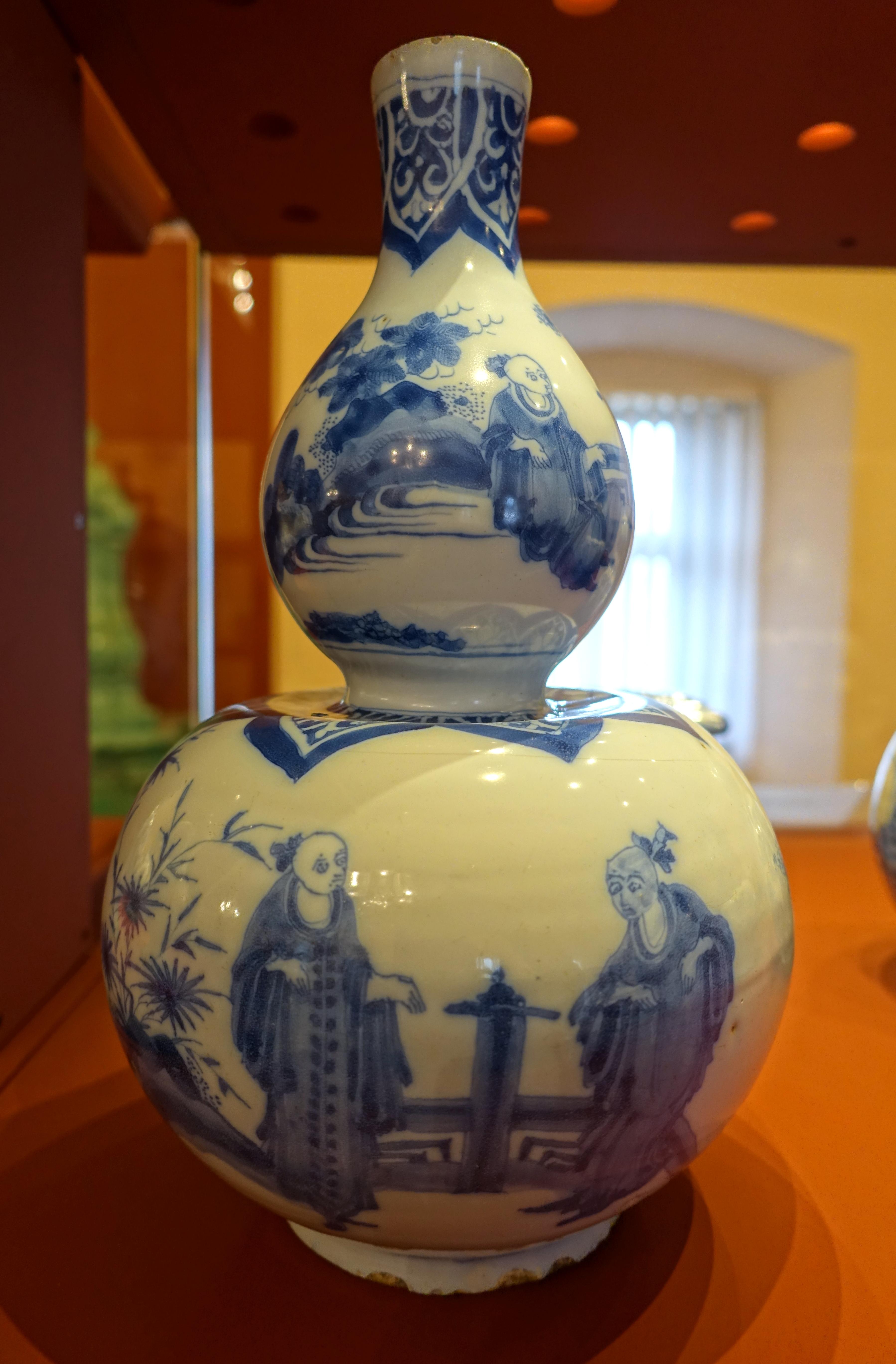80322dd0c31d2c File Gourd-shaped vase