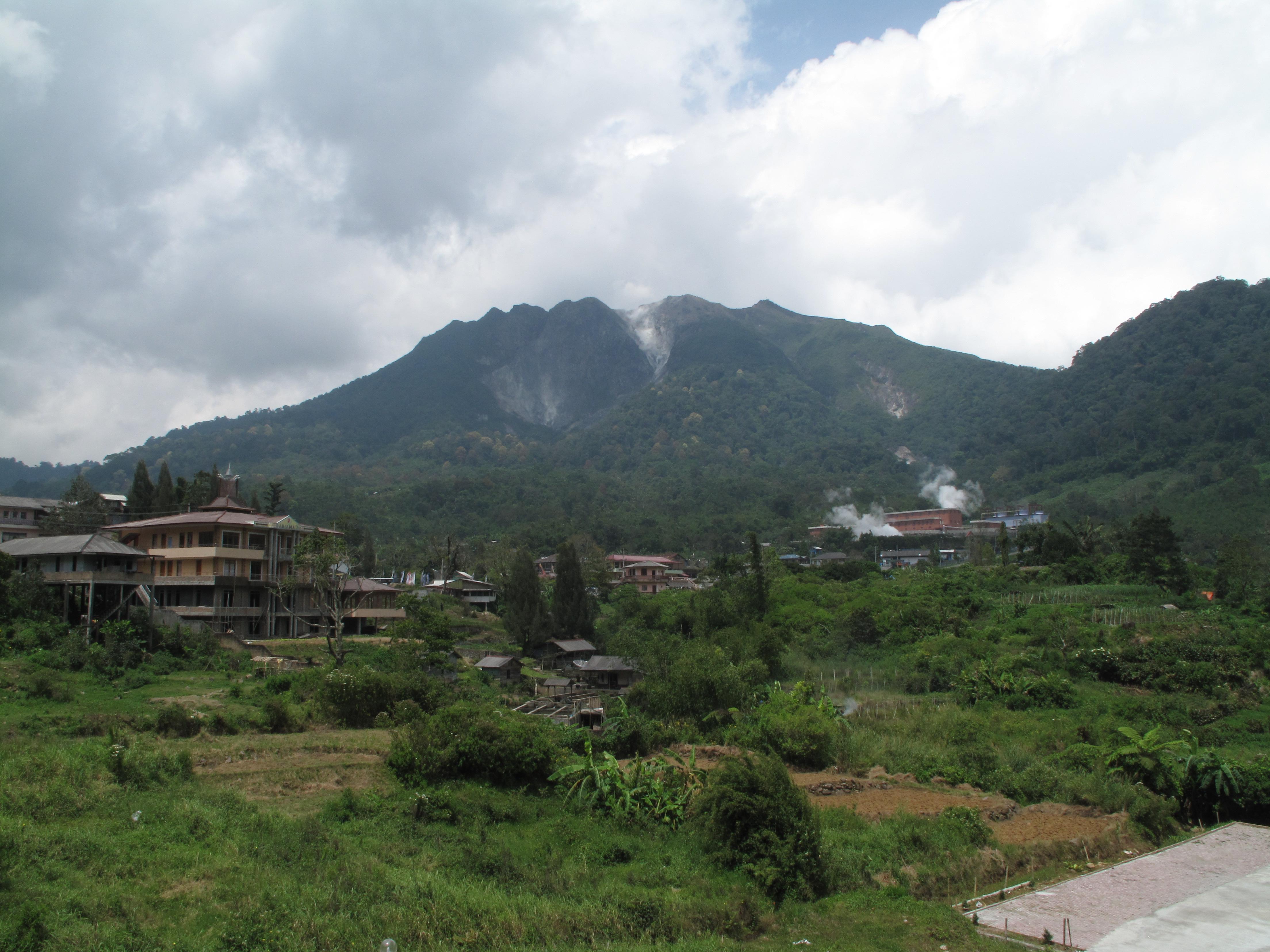 51+ Gambar Pemandangan Gunung Sibayak Terlihat Keren