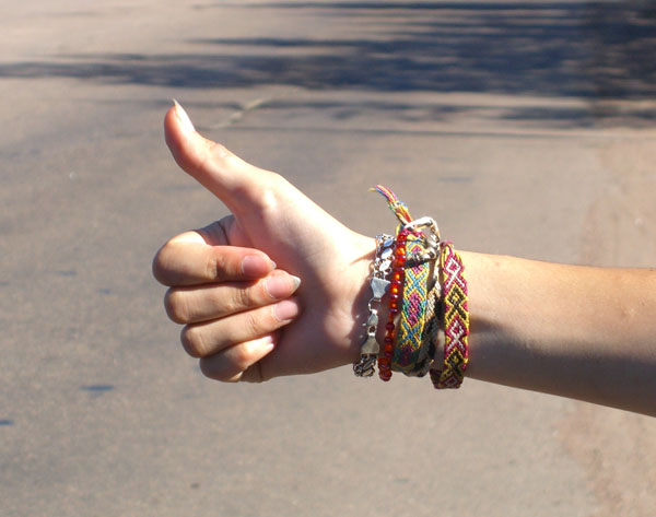 https://upload.wikimedia.org/wikipedia/commons/b/b1/Hitchhiker%27s_gesture.jpg
