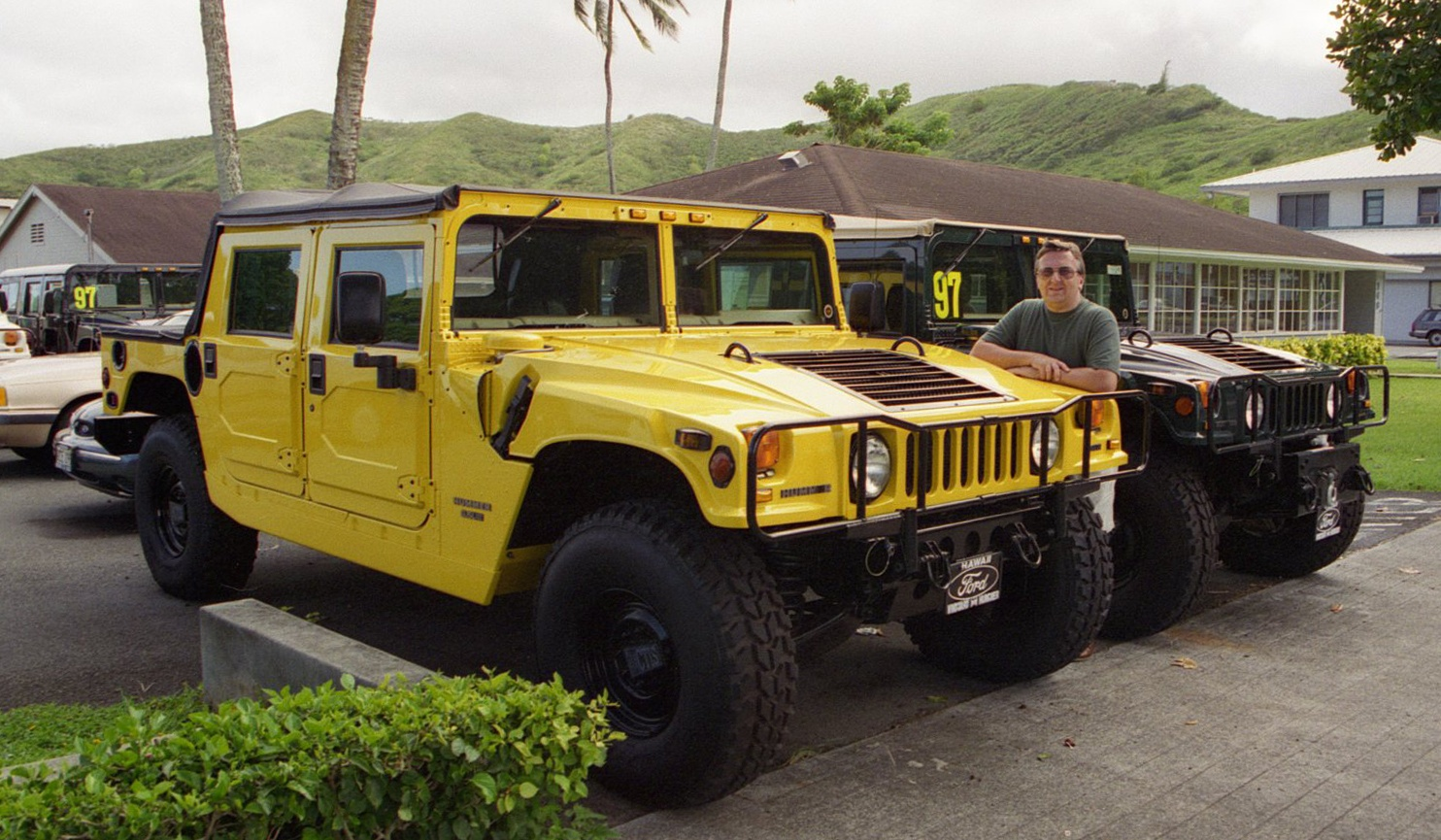 Hummers For Sale >> File Hummers For Sale 80k At The Ford Dealership Kailua Flickr