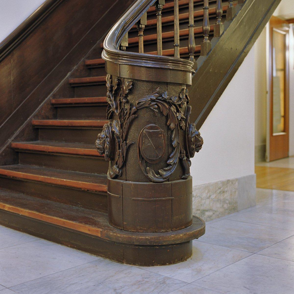 File interieur houtsnijwerk op monumentale trap op de begane grond utrecht 20382322 rce - Interieur trap ...