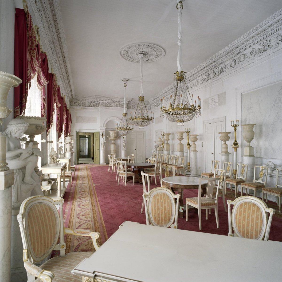 Bestand:Interieur, overzicht van de Witte eetzaal met kroonluchters ...