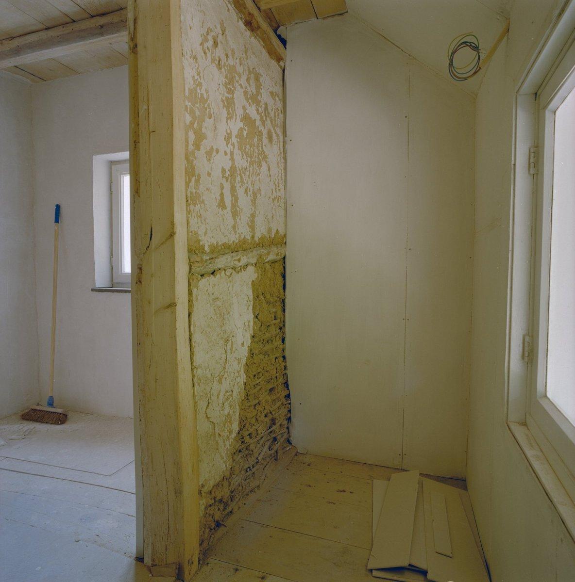 File interieur bovenverdieping muur van leem mheer 20331170 - Interieur muur ...