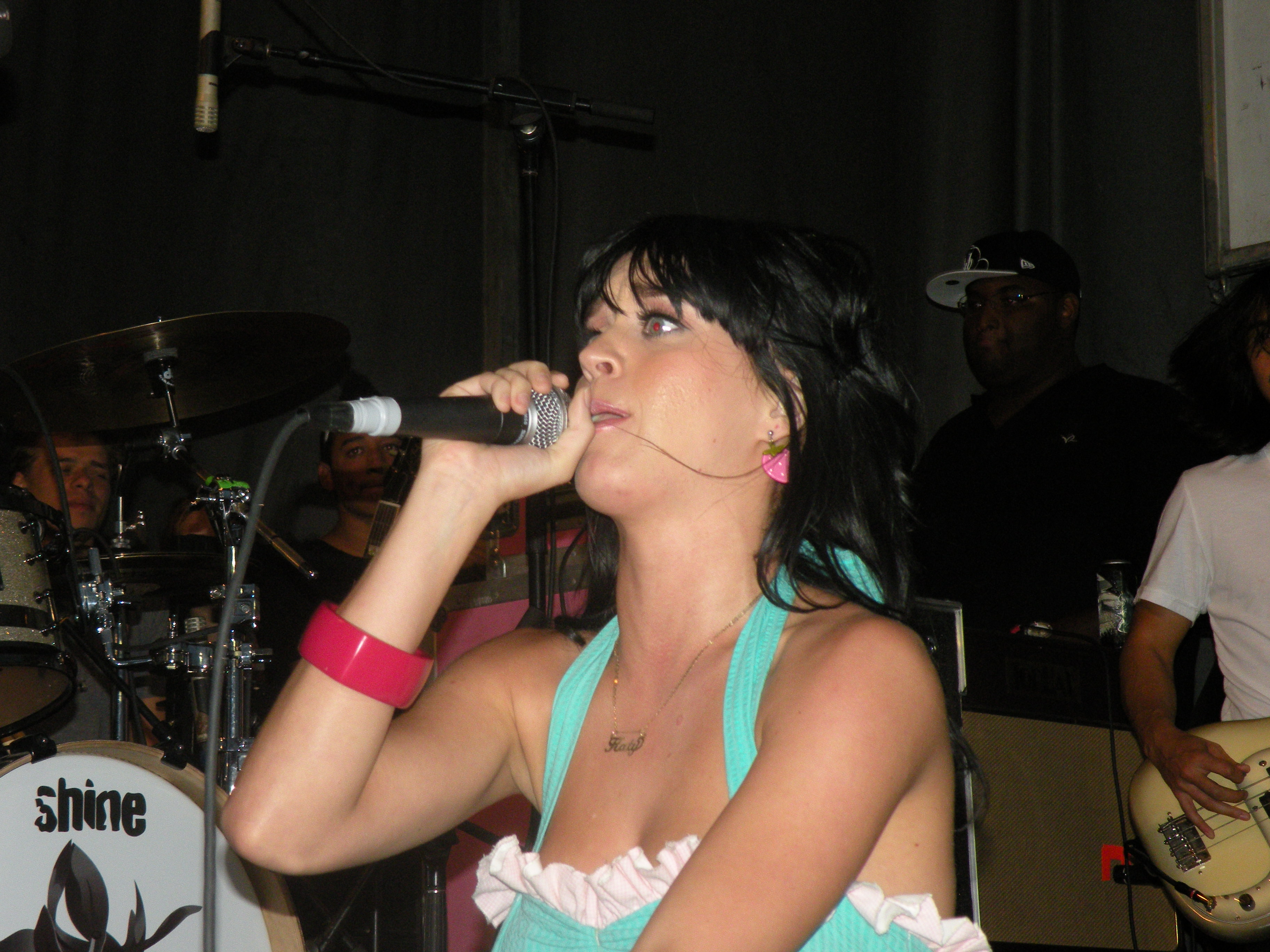 Description katy perry with microphone by medigirol