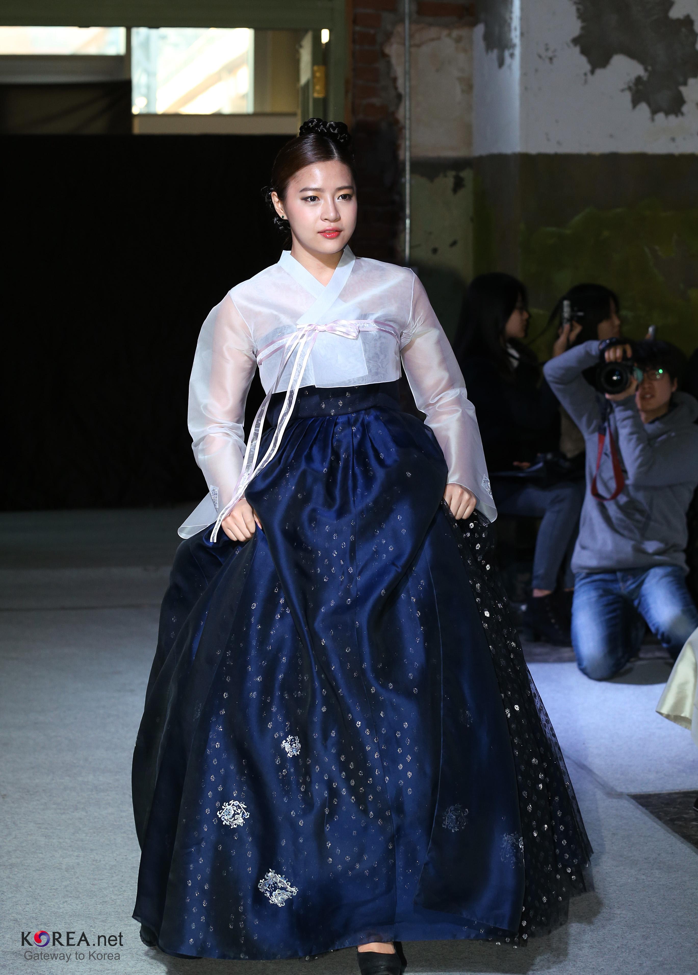 filekorea hanbok fashion show 15 8423372530jpg