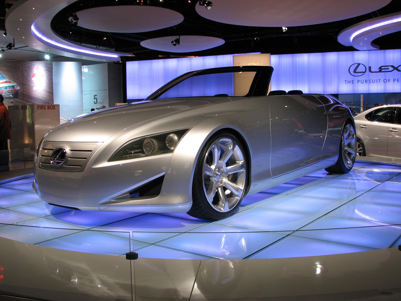 https://upload.wikimedia.org/wikipedia/commons/b/b1/Lexus_LF-C_Canadian_International_AutoShow.jpg