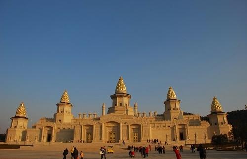 File:Lingshan Brahma Palace.jpg