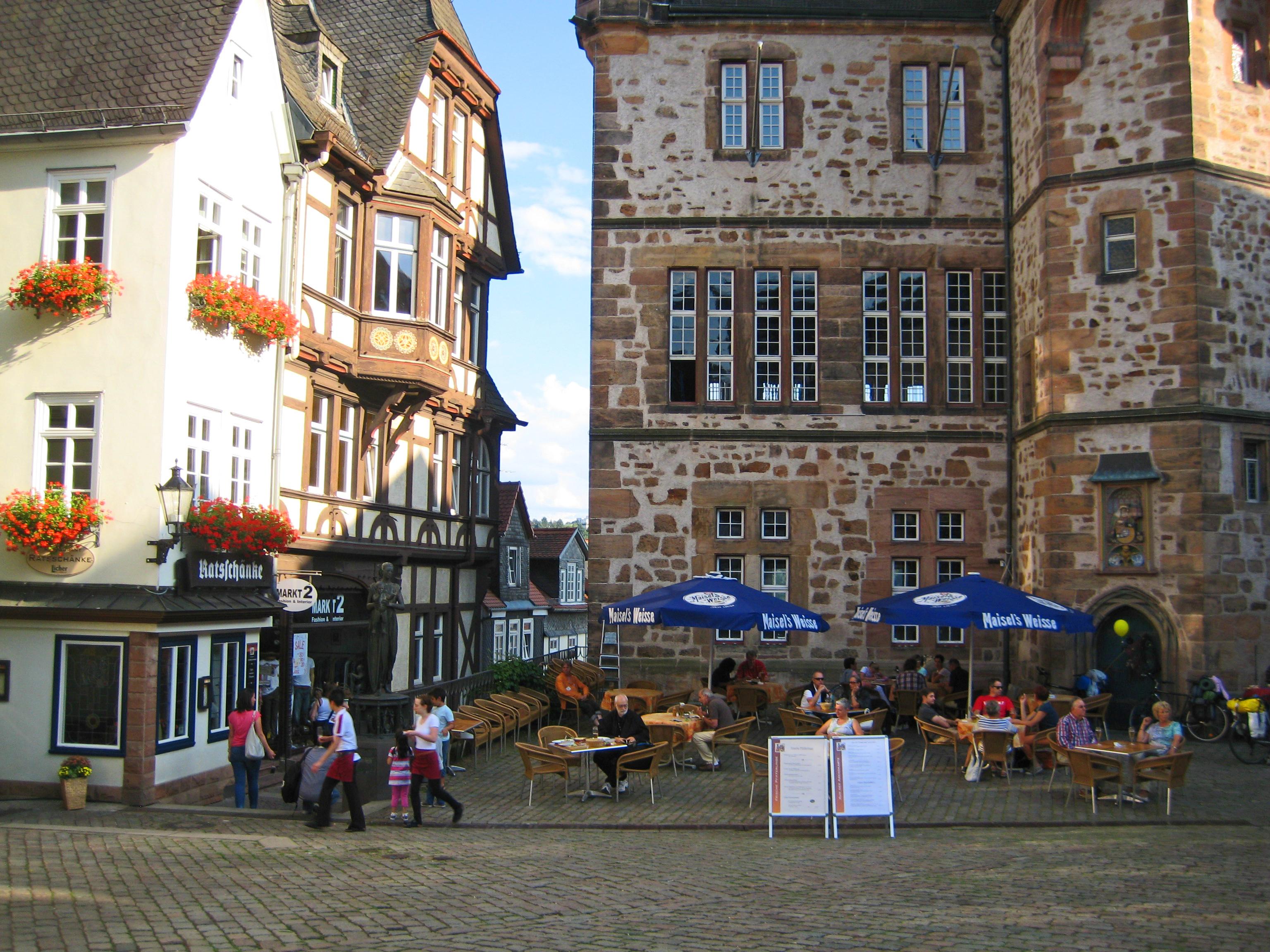 File:Marburg-Rathaus und Ratsschänke (2013).jpg - Wikimedia Commons