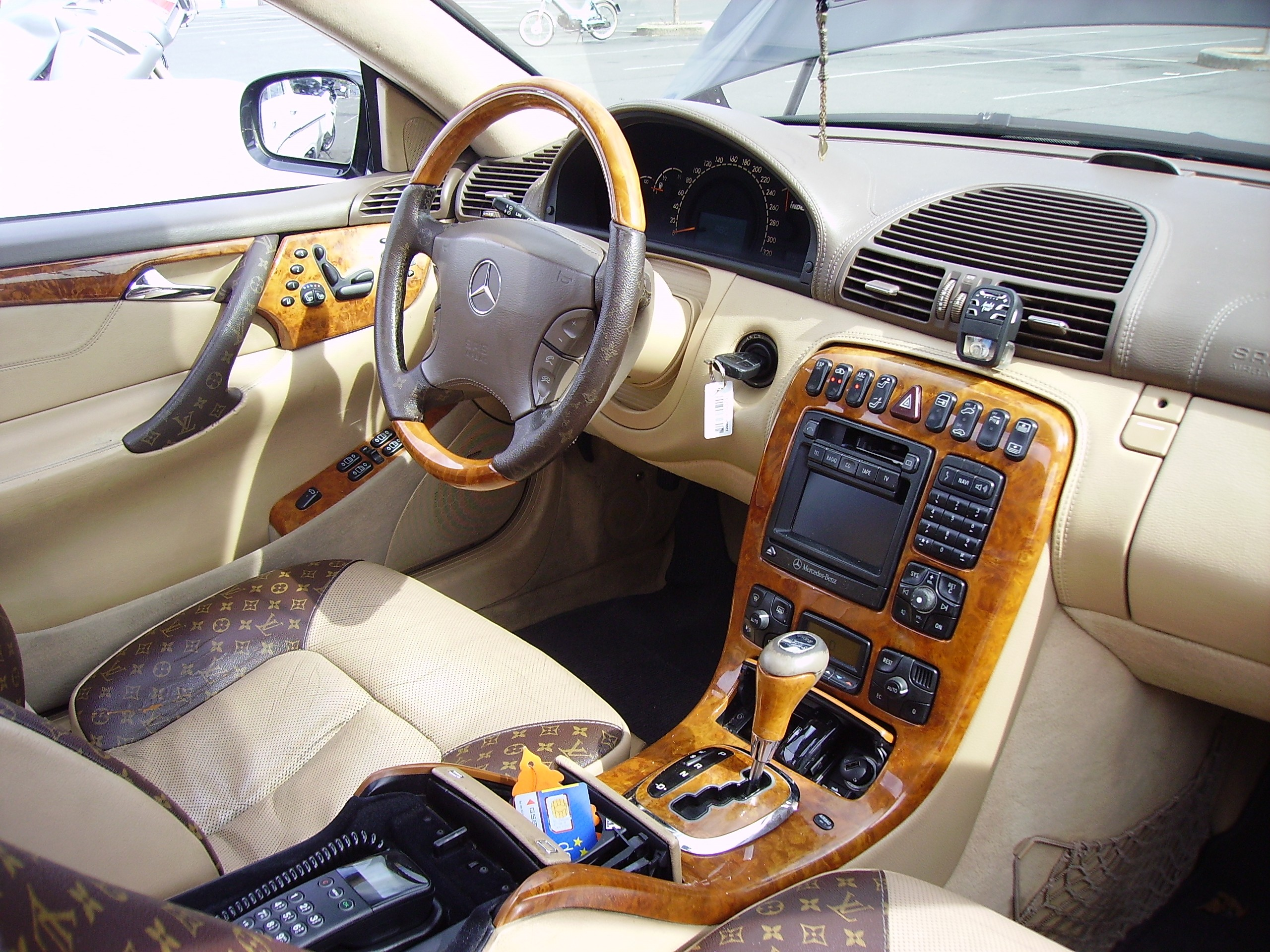 File:Mercedes Benz AMG V8   Interior