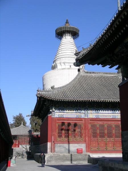 File:Miaoying Temple white stupa 1.jpg