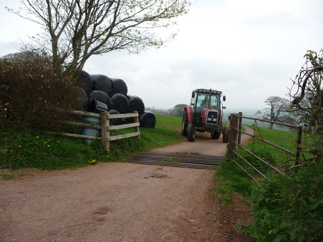 File:Mid Devon , Farm Entrance and Tractor - geograph.org.uk - 1260339.jpg