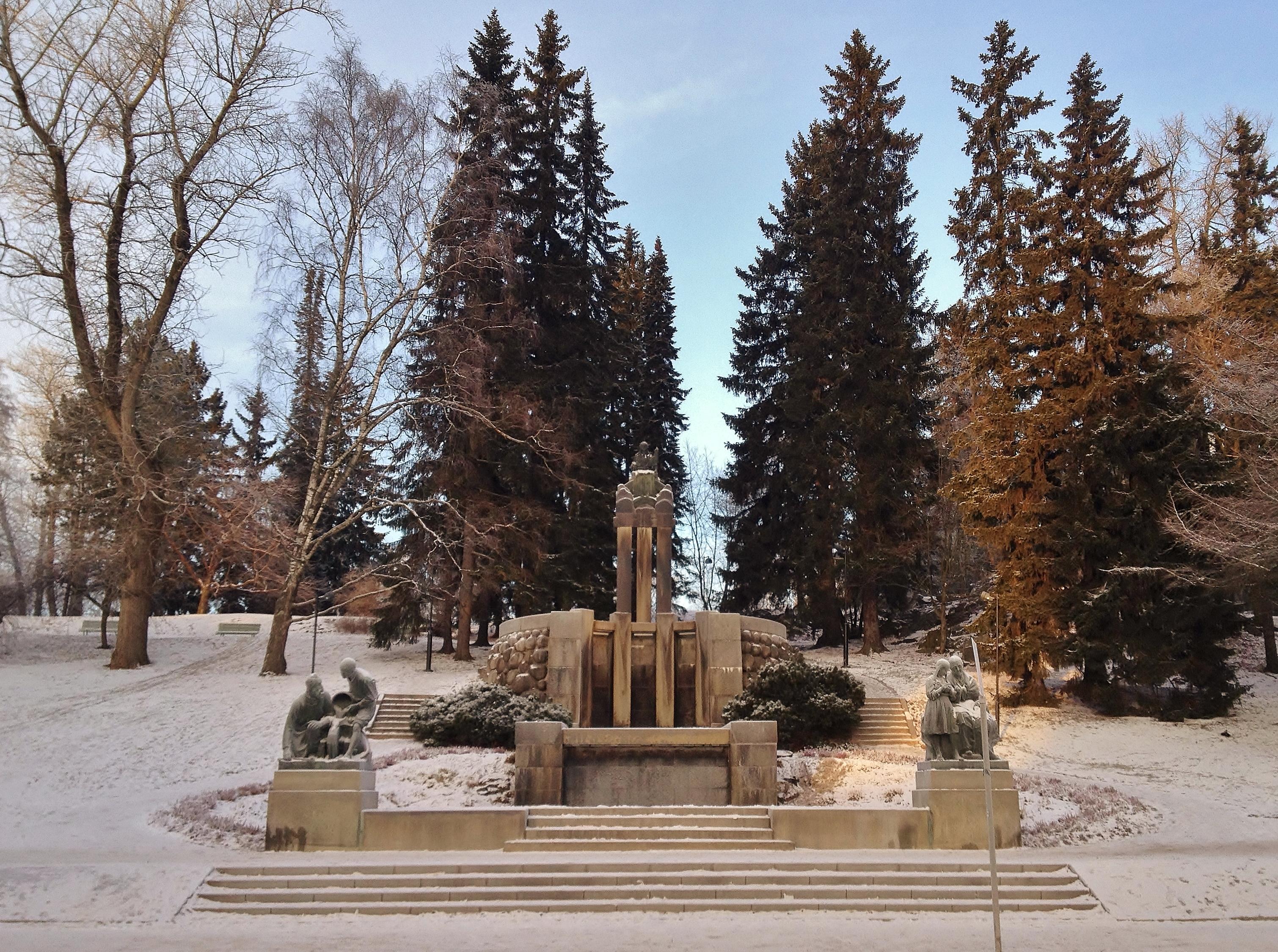 Näsikallio fountain at the north end of Hämeenpuisto on 10th January 2016.jpg