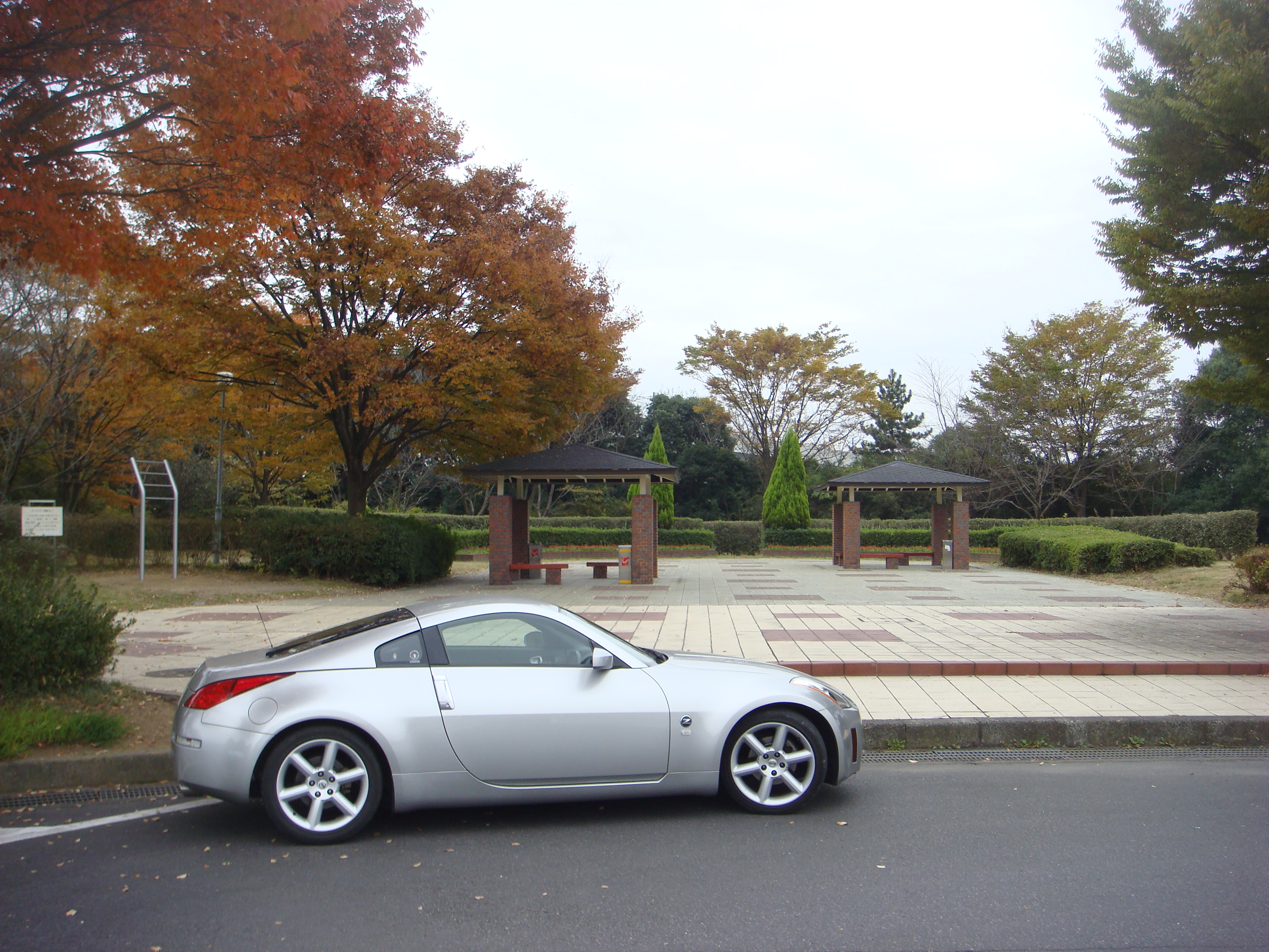 pin nissan 350z japan brand luxury roadster white wheels hd on pinterest. Black Bedroom Furniture Sets. Home Design Ideas