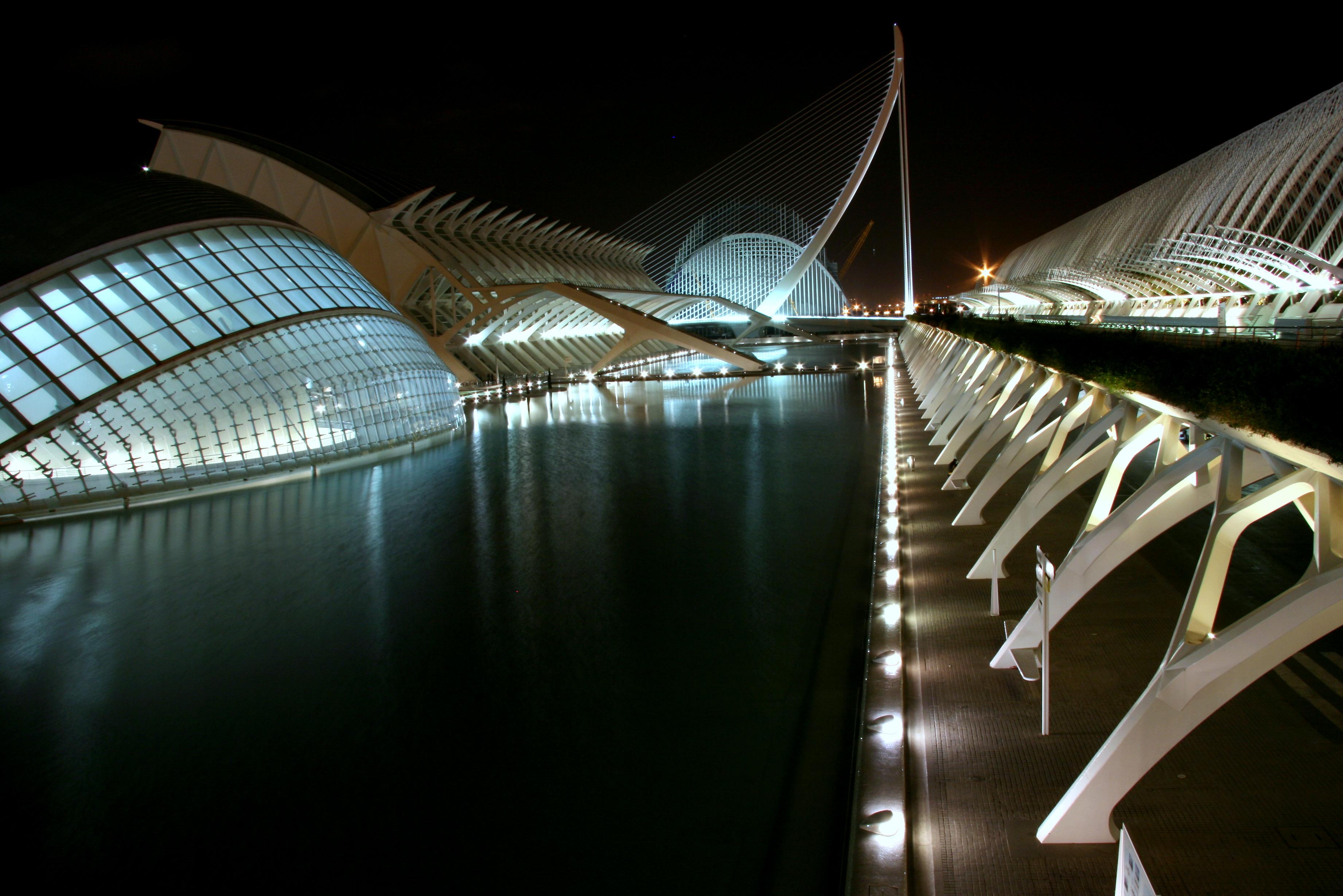 File:Noche Ciudad Artes Ciencias.jpg - Wikimedia Commons
