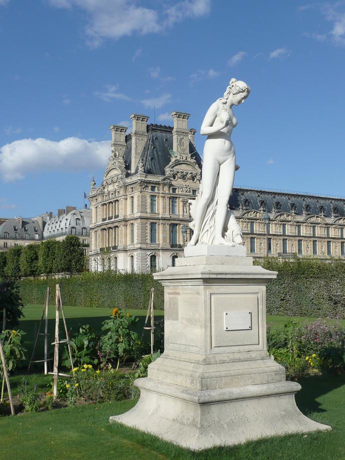 File nymphe statue in the jardin des tuileries 12 august - Statues jardin des tuileries ...