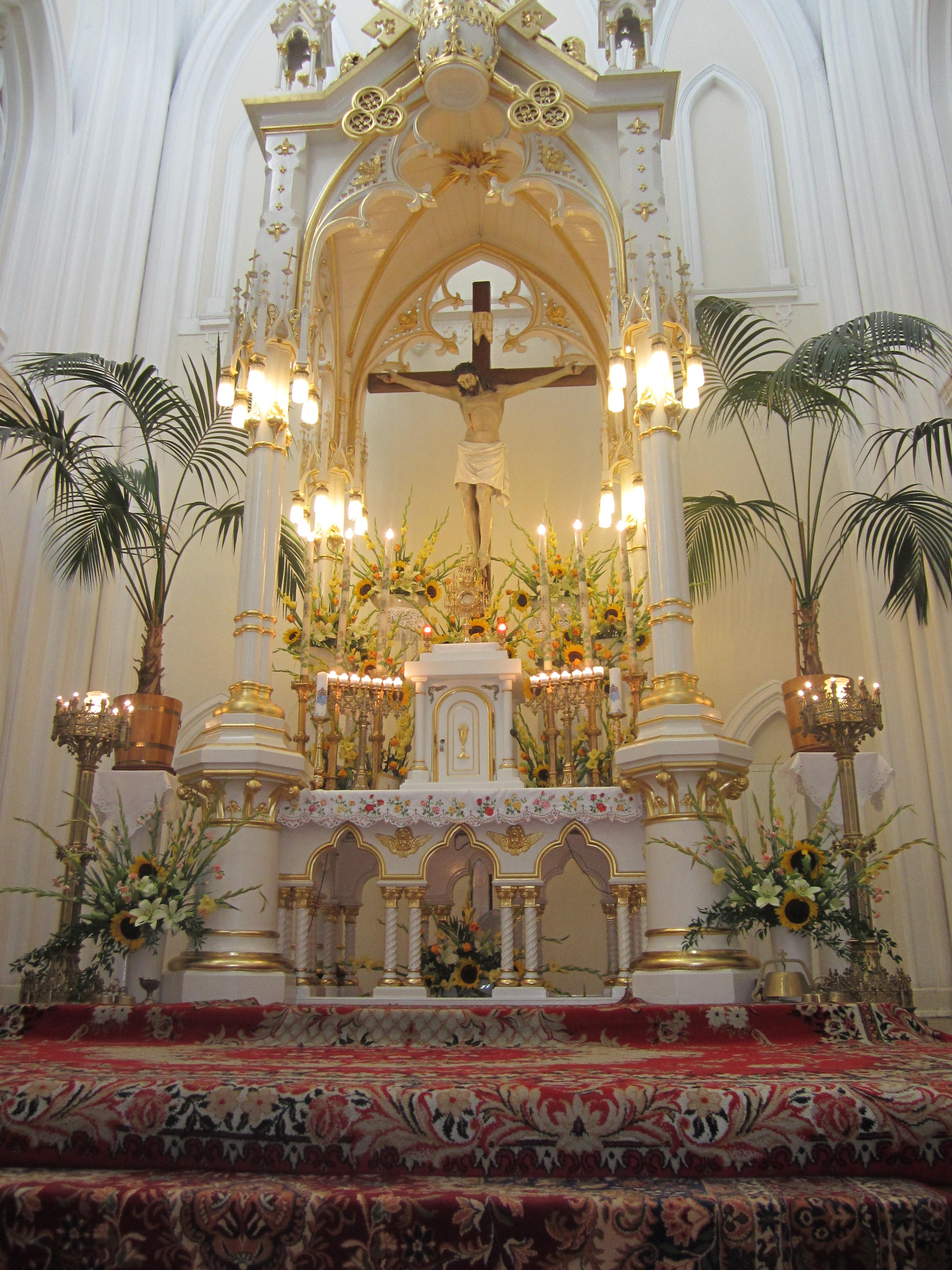 Ołtarz w katedrze mariawickiej w Płocku.JPG