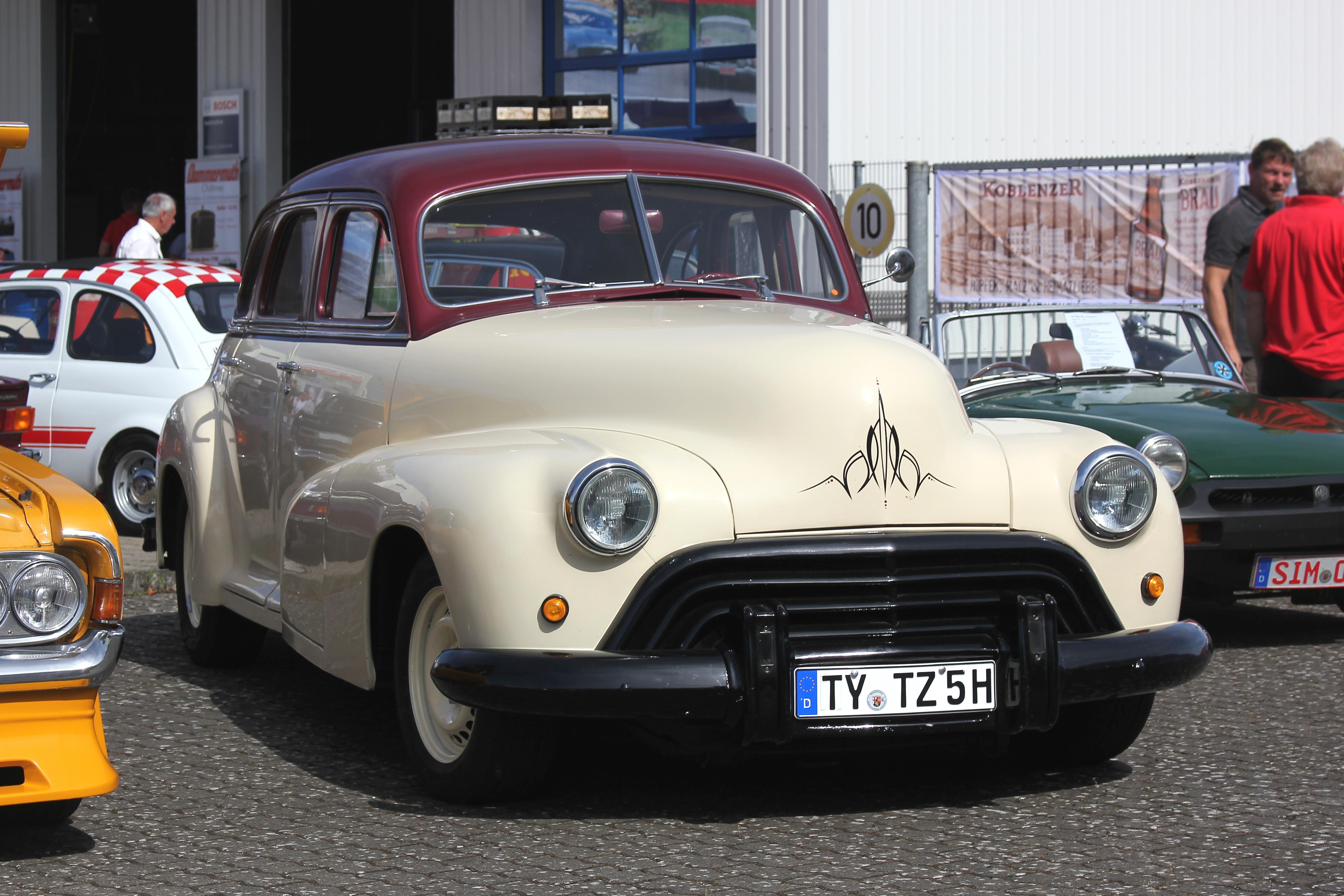 Oldsmobile_Special_60_V8%2C_Bj._1947%2C_