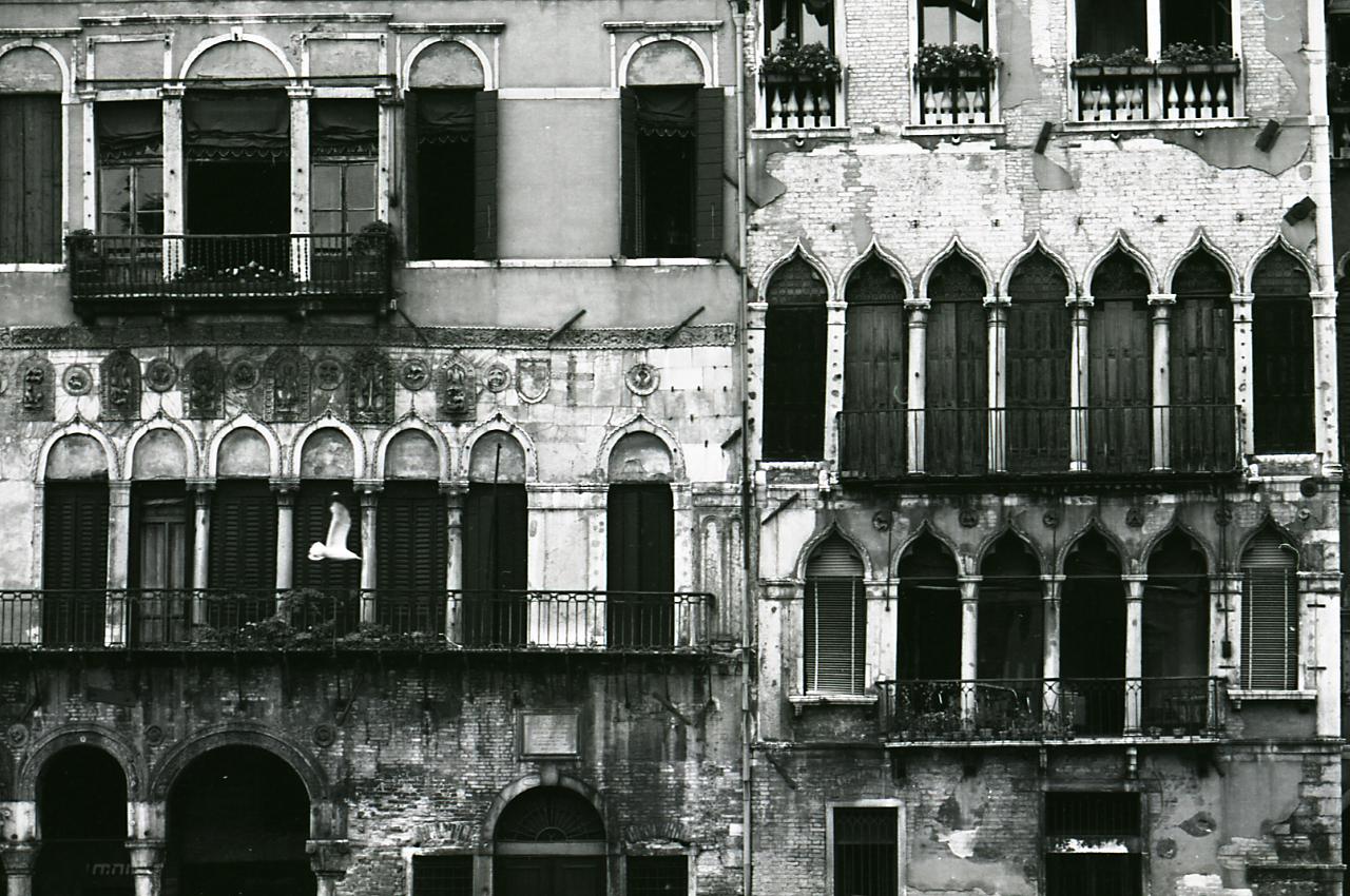 File paolo monti servizio fotografico venezia 1969 for Materiale fotografico milano