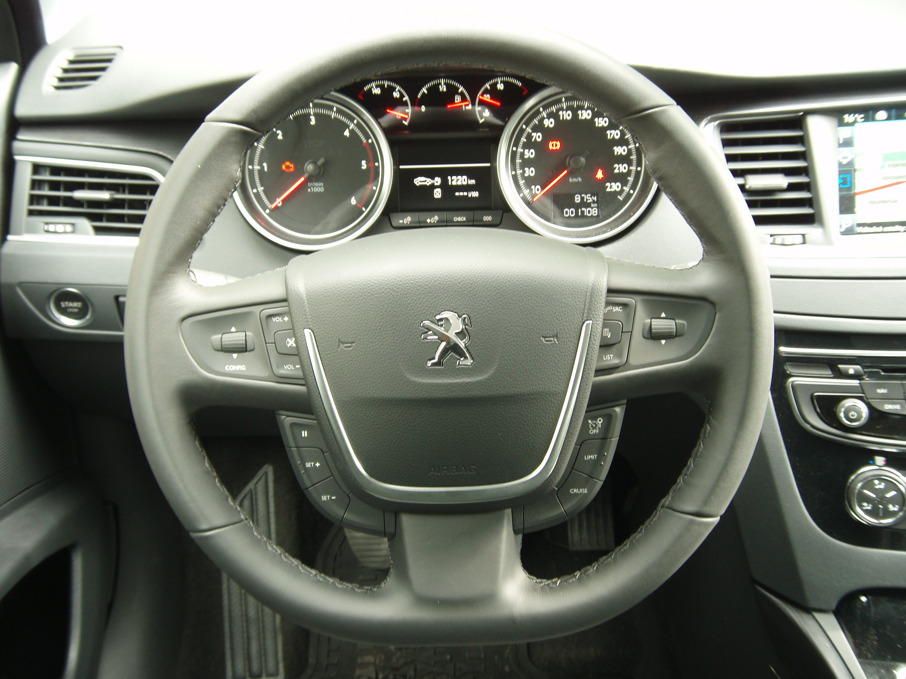 File peugeot 508 facelift interior 2 jpg wikimedia commons for Interior 508 peugeot