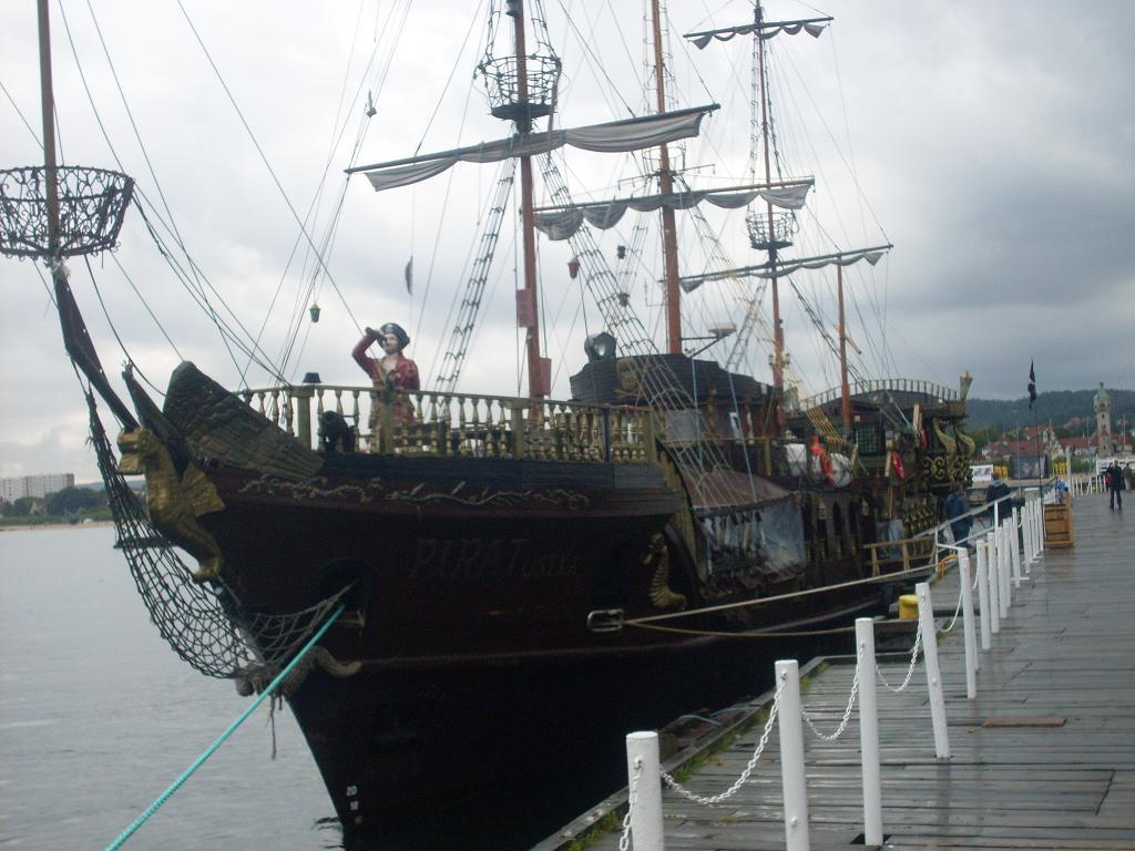 FilePirate Ship At Sopot Pierjpg Wikimedia Commons - Pirate ship cruise