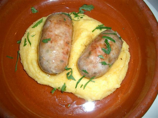 Polenta By [1] (Flickr) [CC-BY-SA-2.0 (https://creativecommons.org/licenses/by-sa/2.0)], via Wikimedia Commons