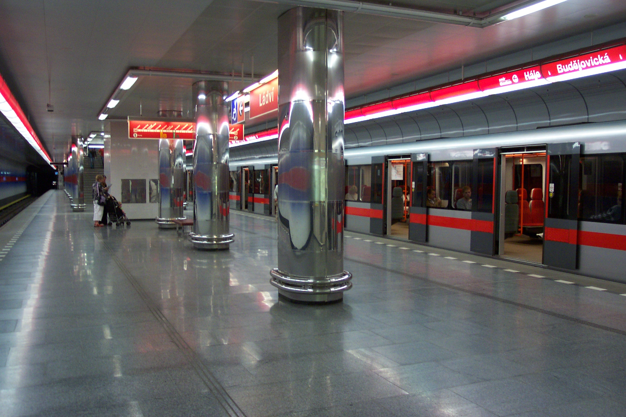 Prague plans subway Love Train for singles