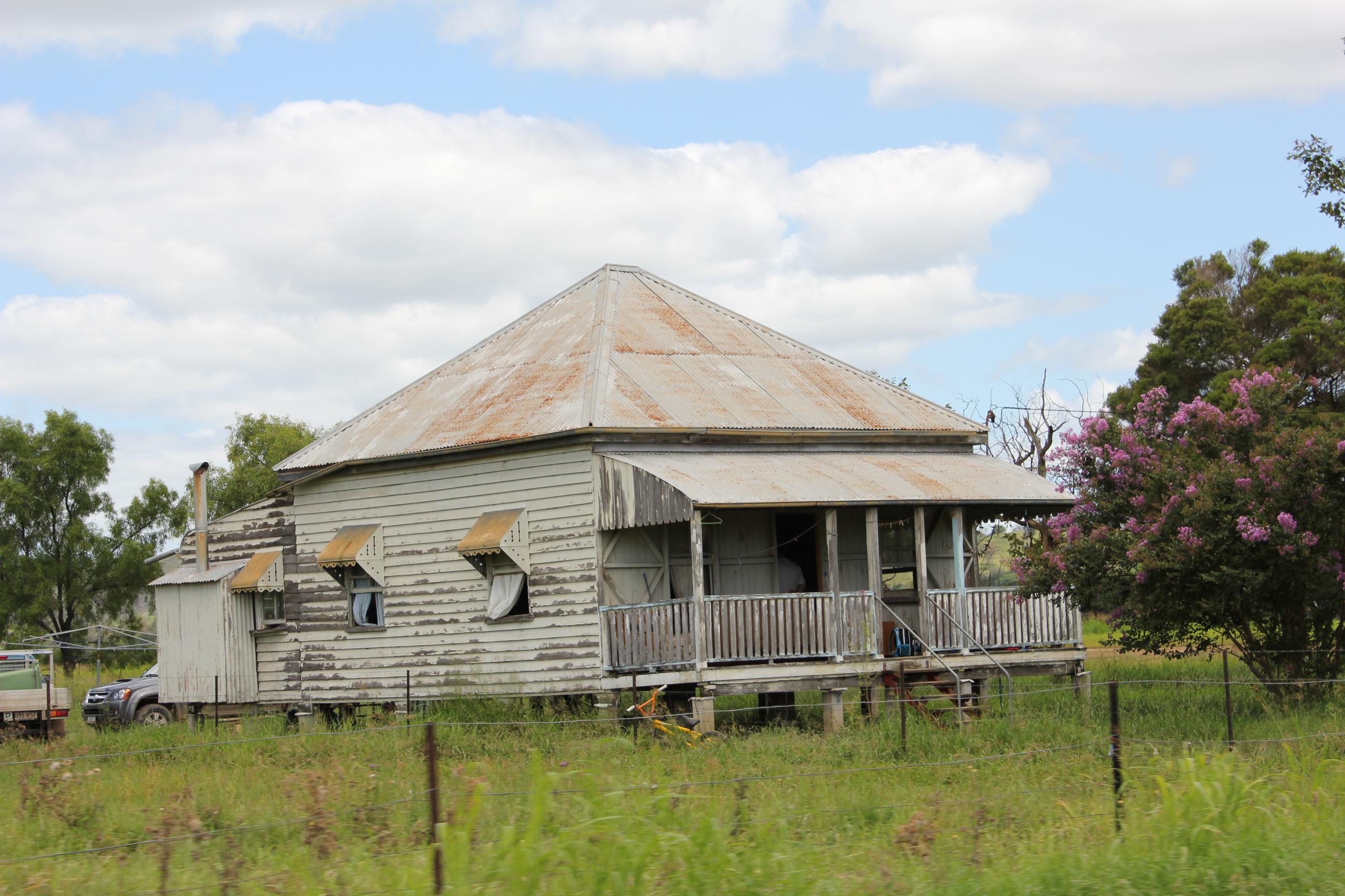 File queenslander house in wikimedia commons for Queenslander home designs australia