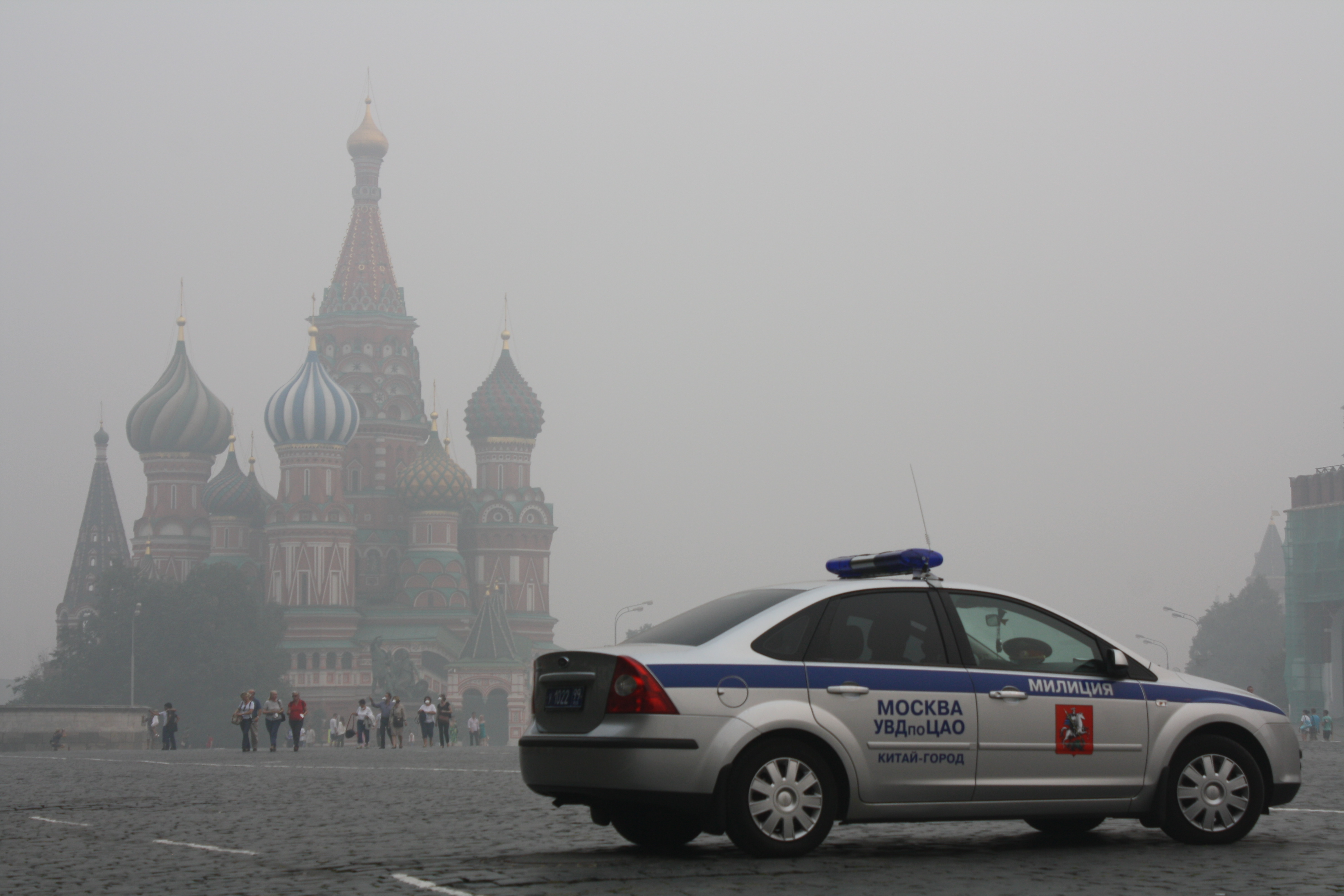 File:Red-square-moscow-police-car-august-2010 jpg - Wikimedia Commons