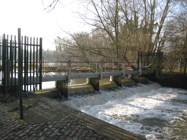 River Colne, Batchworth Lake weir - geograph.org.uk - 1244901