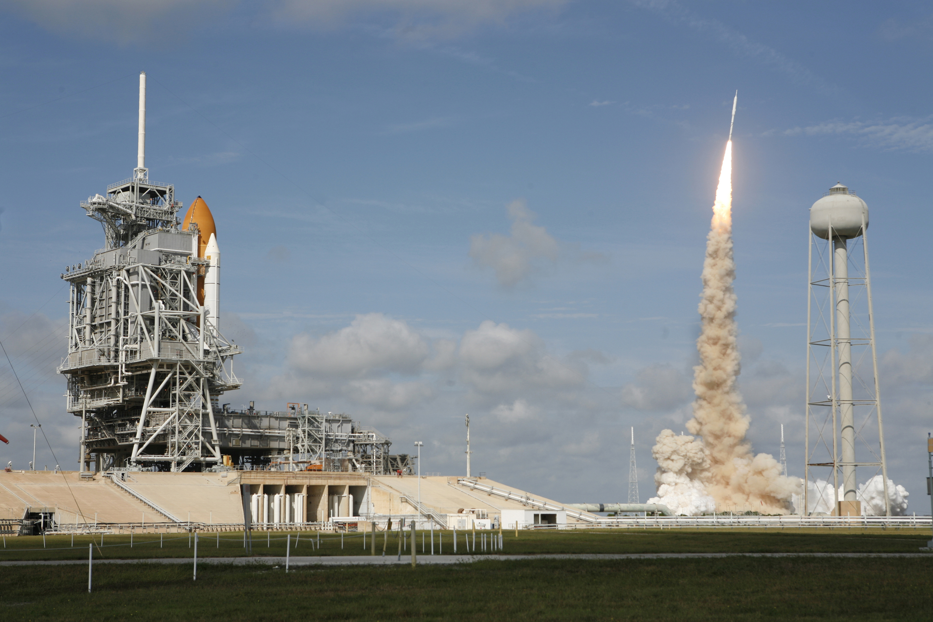 Space Shuttle Atlantis STS-129 Launch - Pics about space