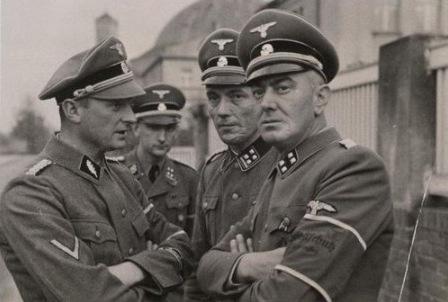 https://upload.wikimedia.org/wikipedia/commons/b/b1/Selbstschutz_leaders_in_Bydgoszcz.jpg