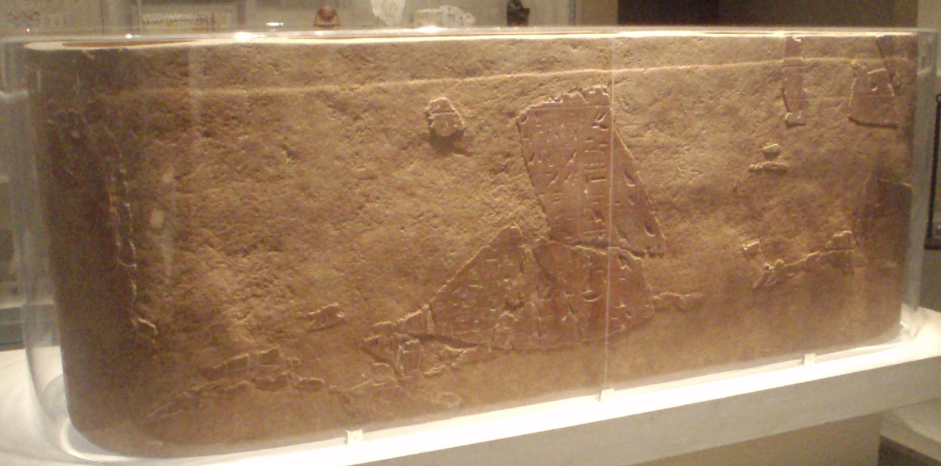Senenmeut  sarchophagus Senenmut-BrownQuartziteSarcophagus_MetropolitanMuseum